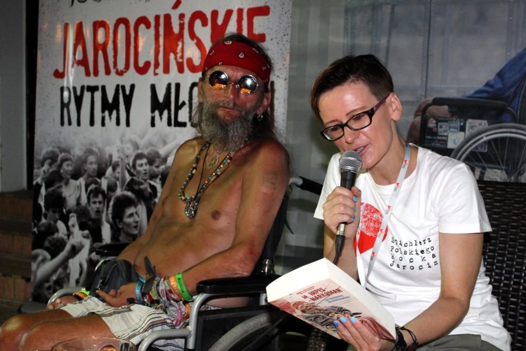 """Fotoreportaż z autorskiego spotkania z Andrzejem Kaczkowskim """"Ja, hipis -narkoman. Od fascynacji do degengrolady""""."""