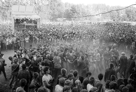 """Prześwietlą festiwalową publiczność… """"Jarocin Festiwal 2016 w mieście""""."""