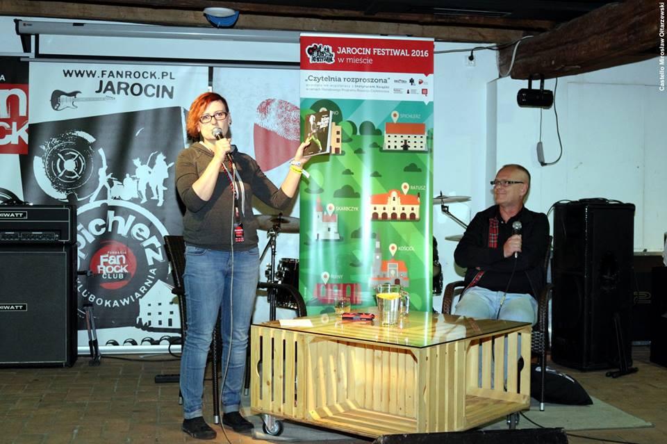 """Spotkanie z Dariuszem Duszą, autorem książki """"Jestem ziarnkiem piasku"""" – fotorelacja"""
