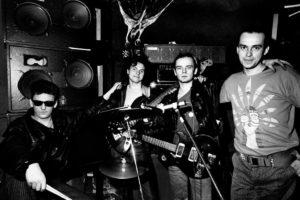 Armia: Gogo Szulc, Alik Dziki, Robert Gold Rocker Brylewski, Tomek Budzyński. Hybrydy, Warszawa 1985
