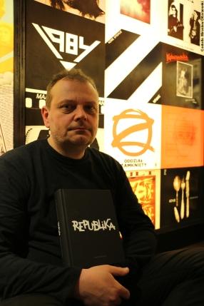 """""""REPUBLIKA. NIEUSTANNE TANGO"""". Spotkanie autorskie z Leszkiem Gnoińskim – fotorelacja"""