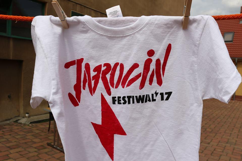 Warsztaty zdobienia koszulek metodą szablonu podczas JF'17 (fotorelacja)