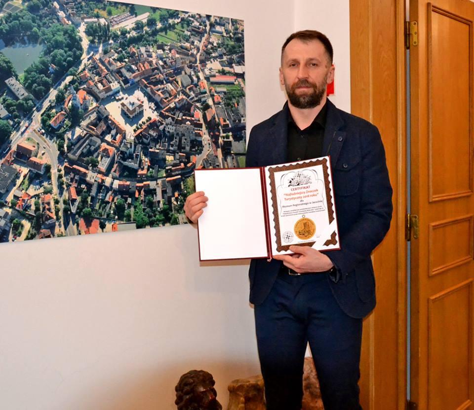 """Certyfikat potwierdzający uzyskanie tytułu """"Najładniejszy Znaczek Turystyczny 2018 roku"""" już w naszych rękach :)"""