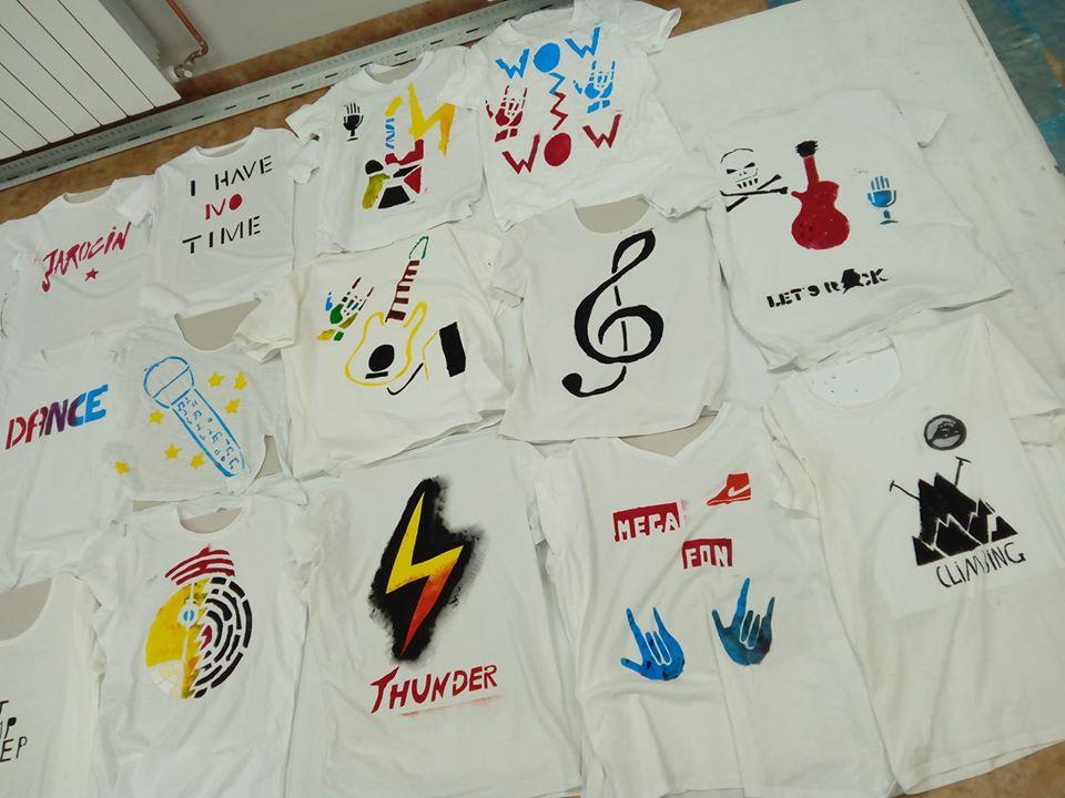 Efekty kolejnych zajęć: koszulki i badamy wykonane przez licealistów – fotorelacja :)