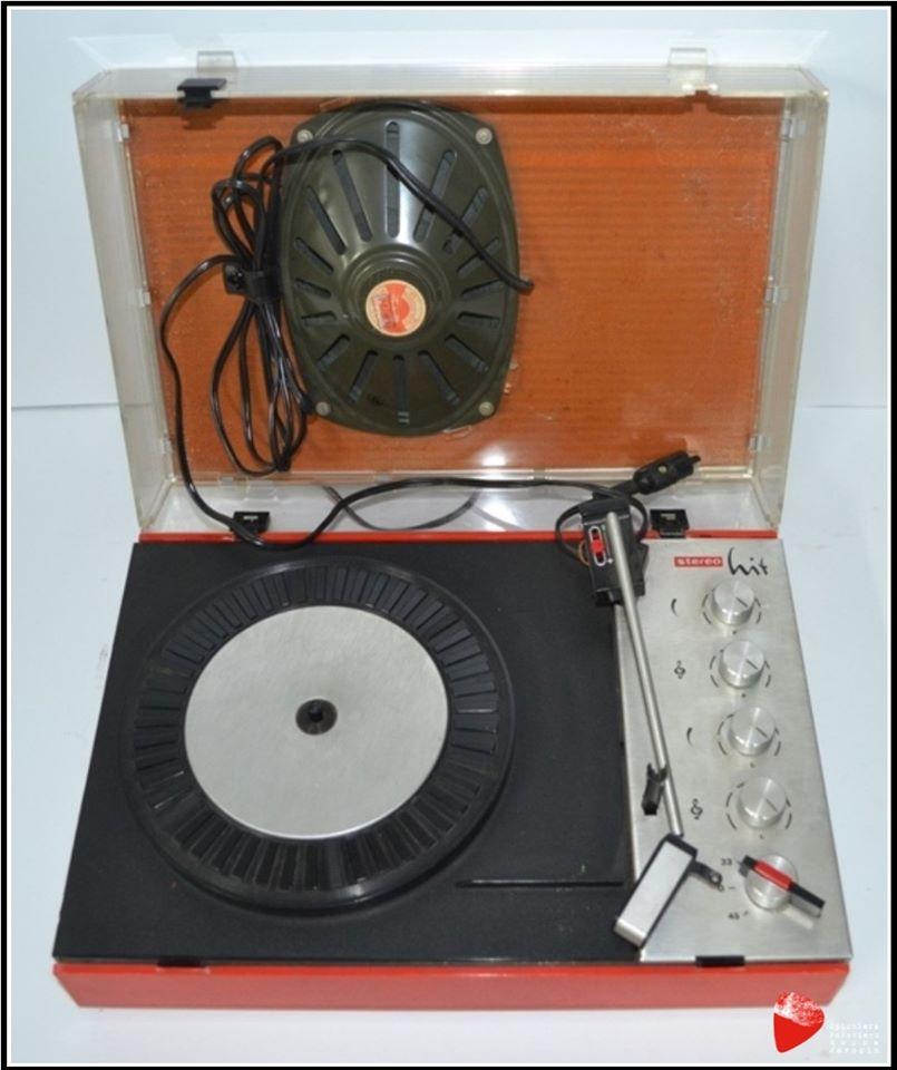 Gramofon ze wzmacniaczem.