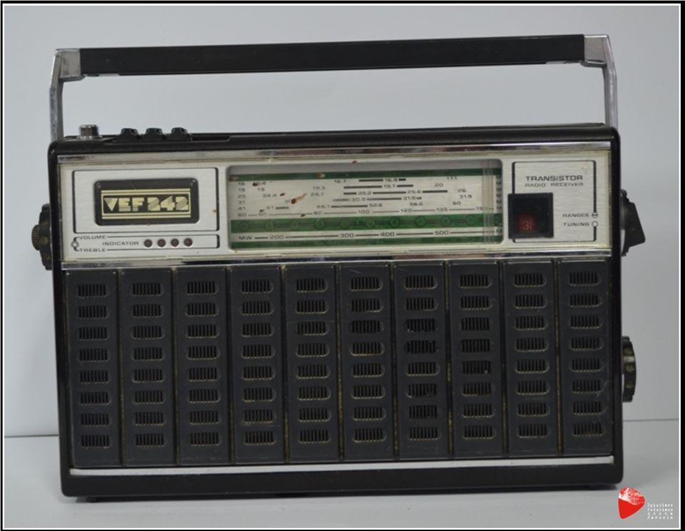 Radioodbiornik VEF 242.