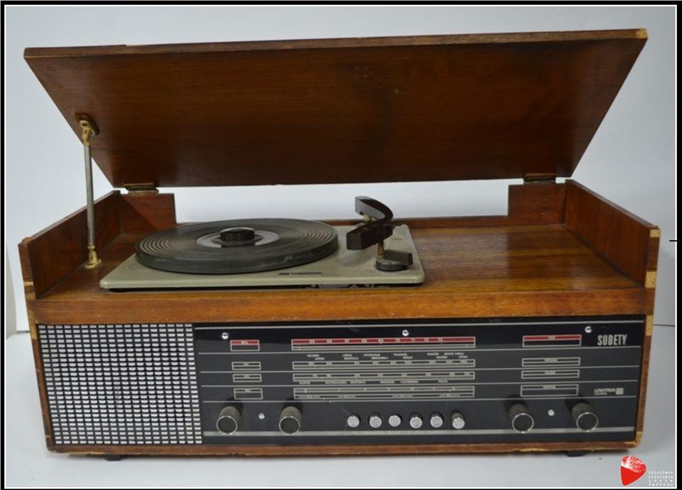 """Radio z gramofonem """"Sudety""""."""